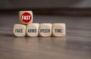 FAST Formel: Teste Gesicht, Arme, Sprache, Zeit